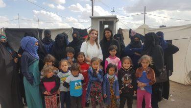 Photo of د. ندى الجبوري رئيسة منظمة المرأة والمستقبل العراقية في مخيم الحبانية لرصد وتقييم احتياجات النازحات